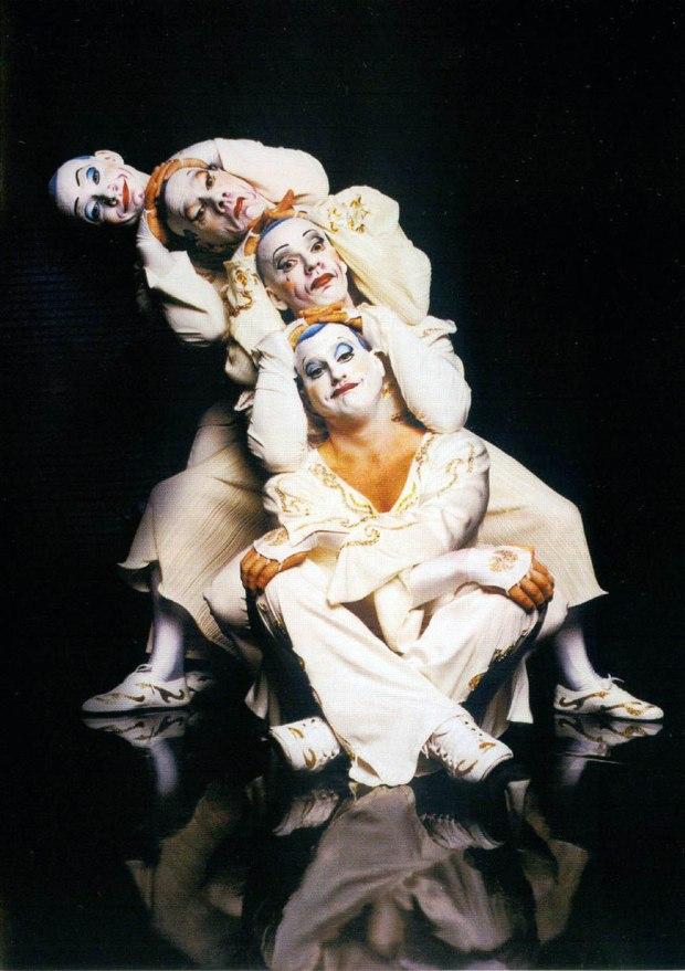 Cirque_Du_Soleil_La_Nouba-Interior_Frontal